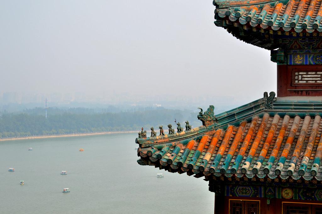 Luchtvervuiling in Beijing , te zien vanuit het Zomerpaleis.