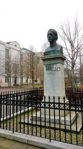 Hegel statue at Humboldt University