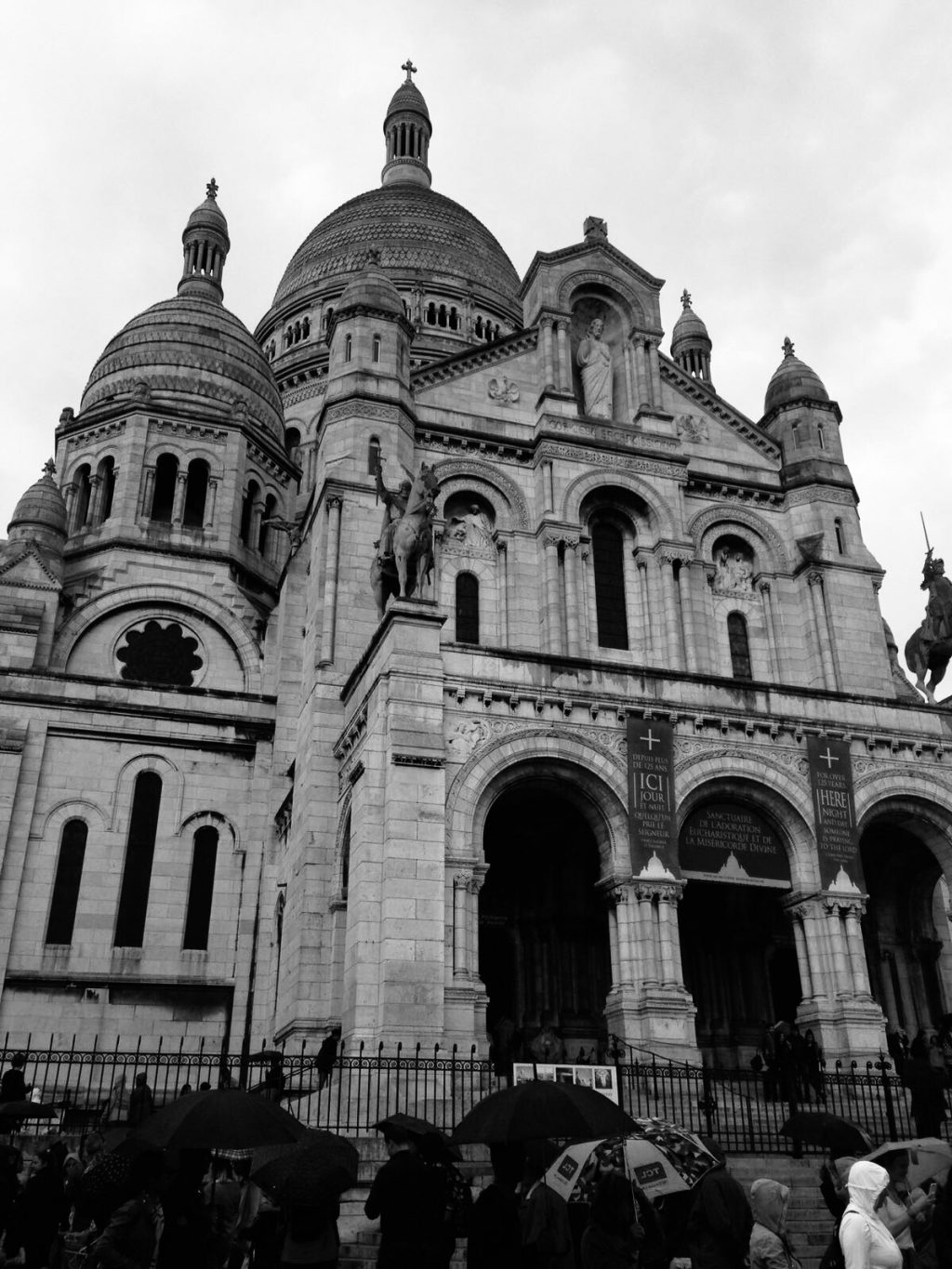 Black and white photo of the Sacre-Coeur in Paris