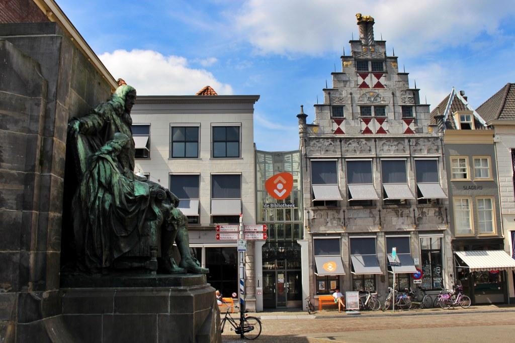 Library in Dordrecht