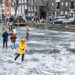 Photos of the Frozen Canals in Amsterdam (Foto's van de Bevroren Grachten in Amsterdam)