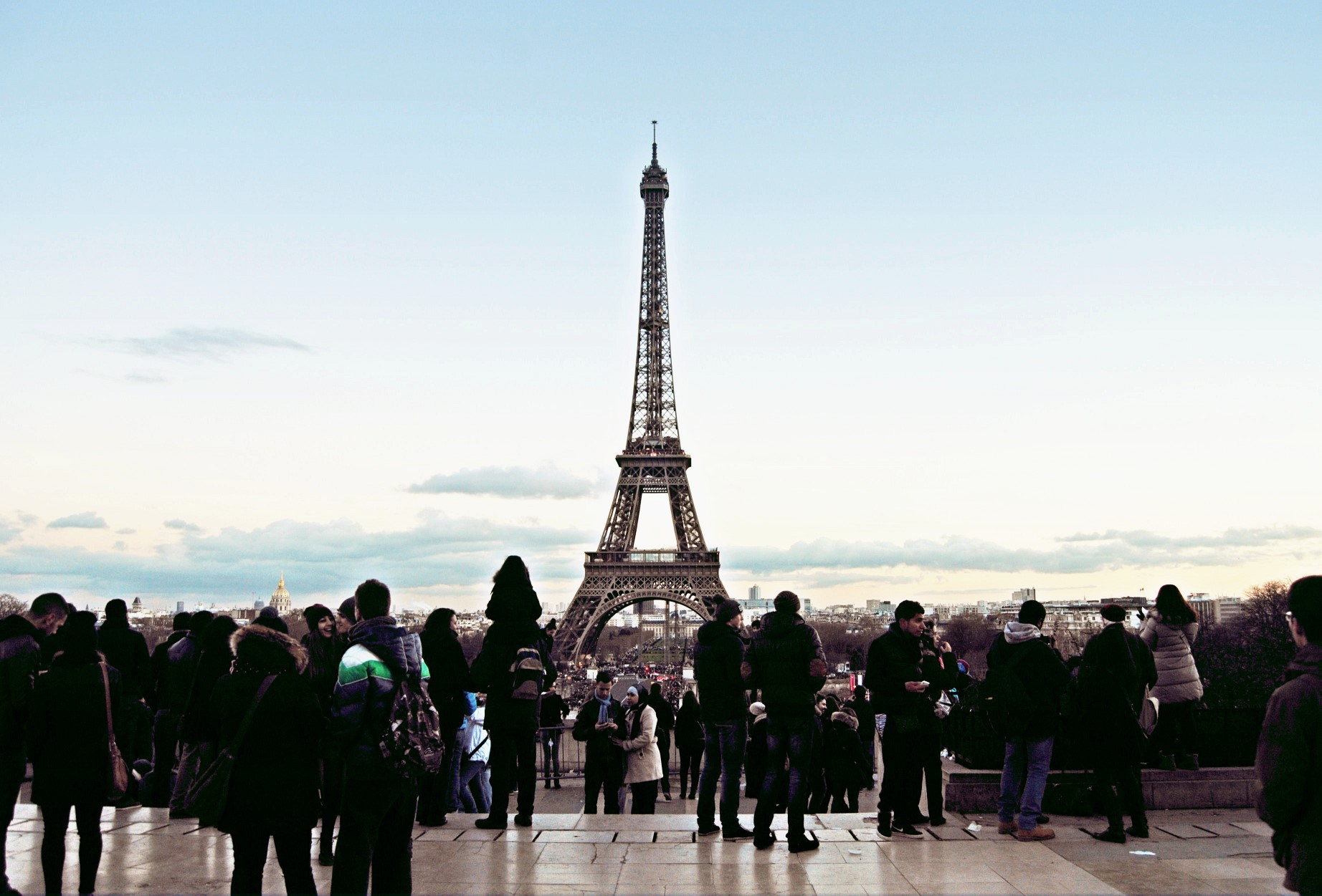 Wall to be built around Eiffel Tower