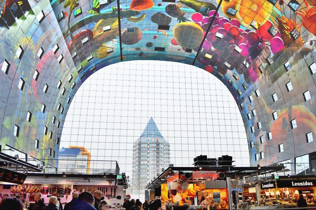 De overdekte markthal in Rotterdam (Indoor market hall in Rotterdam)
