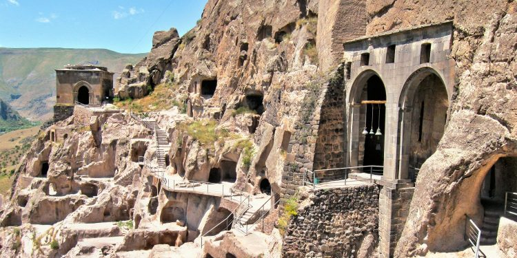 5 Facts about Vardzia (5 Feiten over Vardzia)